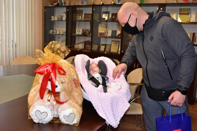 Pierwsze dziecko urodzone w 2021 roku w Żaganiu roku