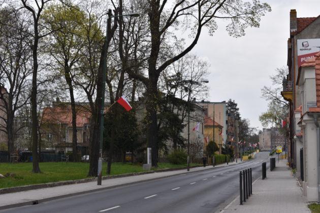 Flagi na ulicy Jana Pawła II
