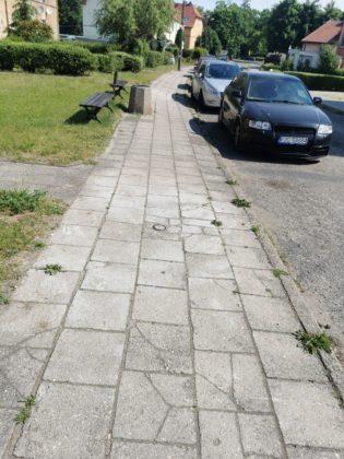 Chodnik przed remontem
