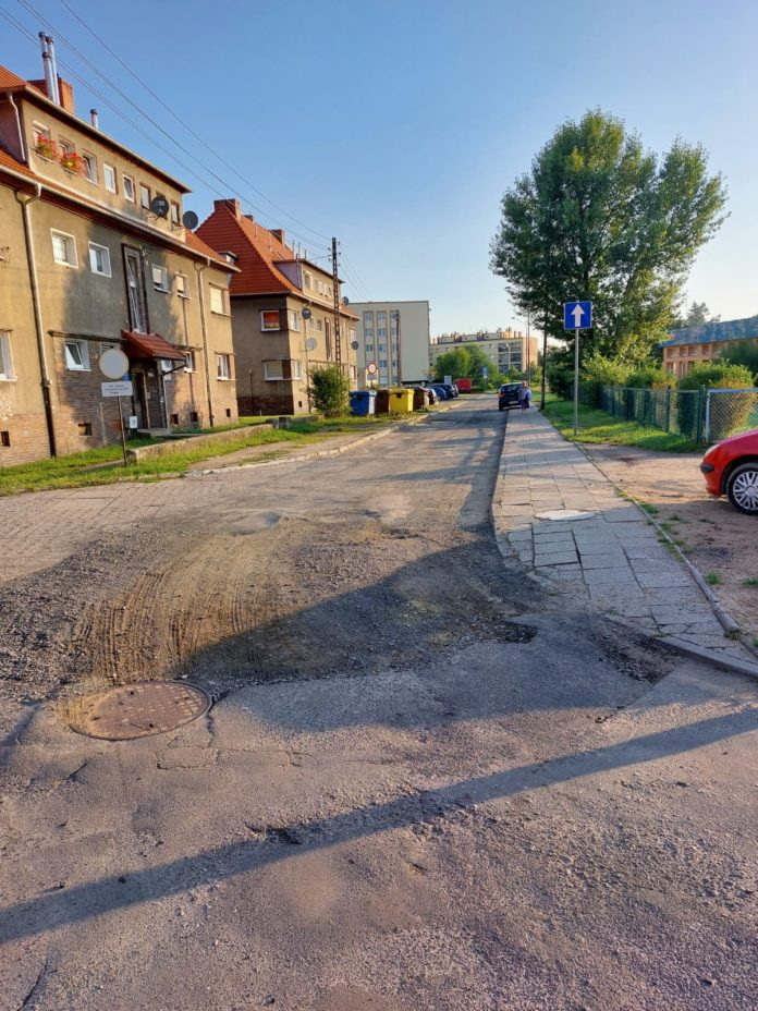 Ulica Jarzębinowa przed remontem