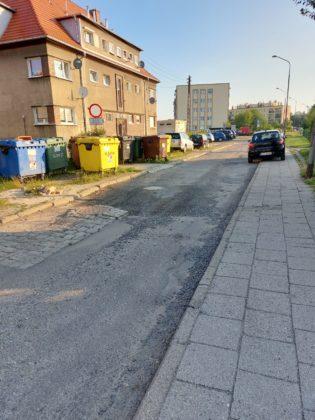 Nawierzchnia ulicy Jarzębinowej przed remontem